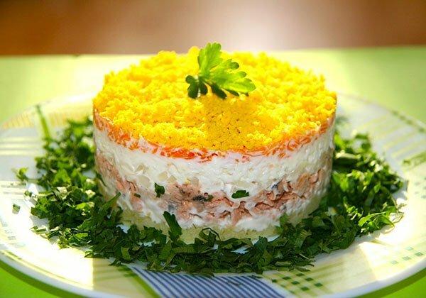 Рыбный салат Мимоза - рецепт на Новый Год