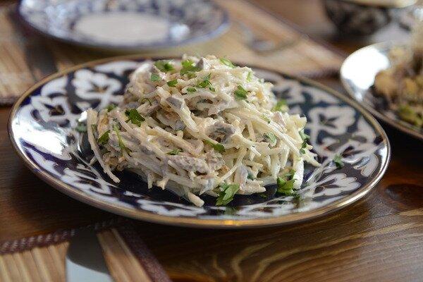 как готовить салат из редьки с мясом
