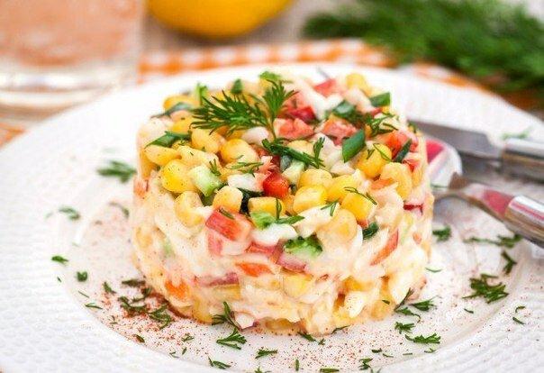 как делать салат из крабовых палочек