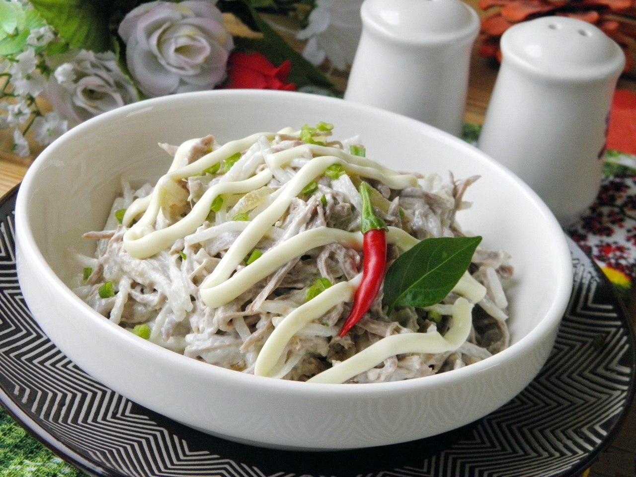 как приготовить салат из редьки с мясом
