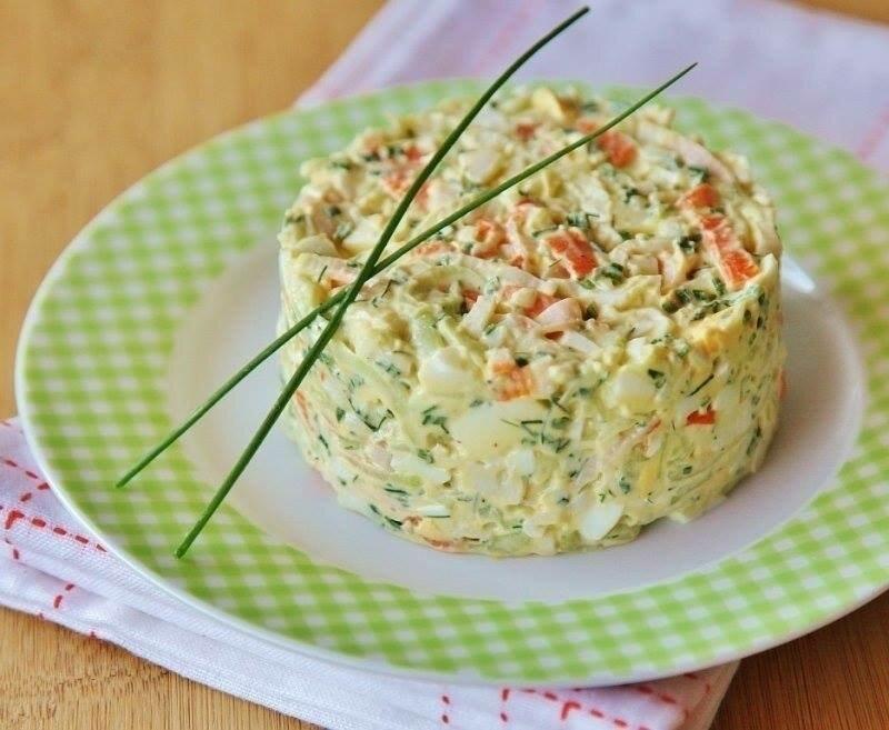 как приготовить салат с кукурузой и крабовыми палочками