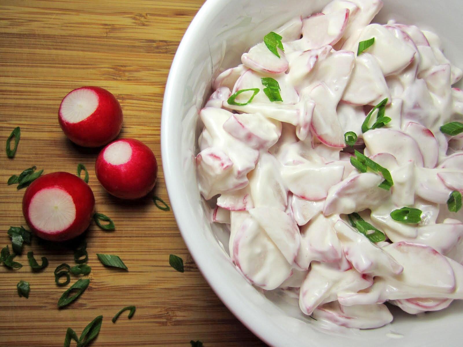салат из редьки со сметаной приготовление