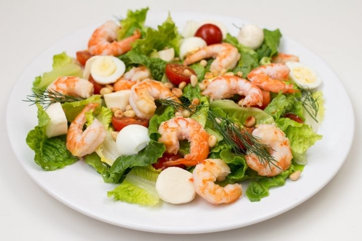 салат с креветками и помидорами рецепт с фото