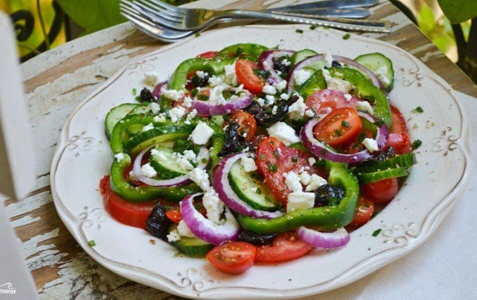 греческий салат с моцареллой рецепт