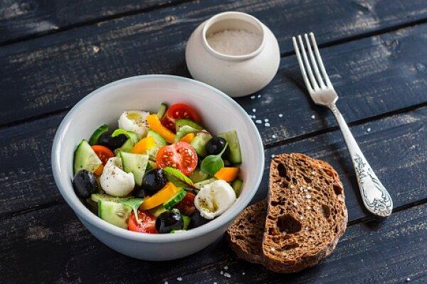 как готовить греческий салат с моцареллой