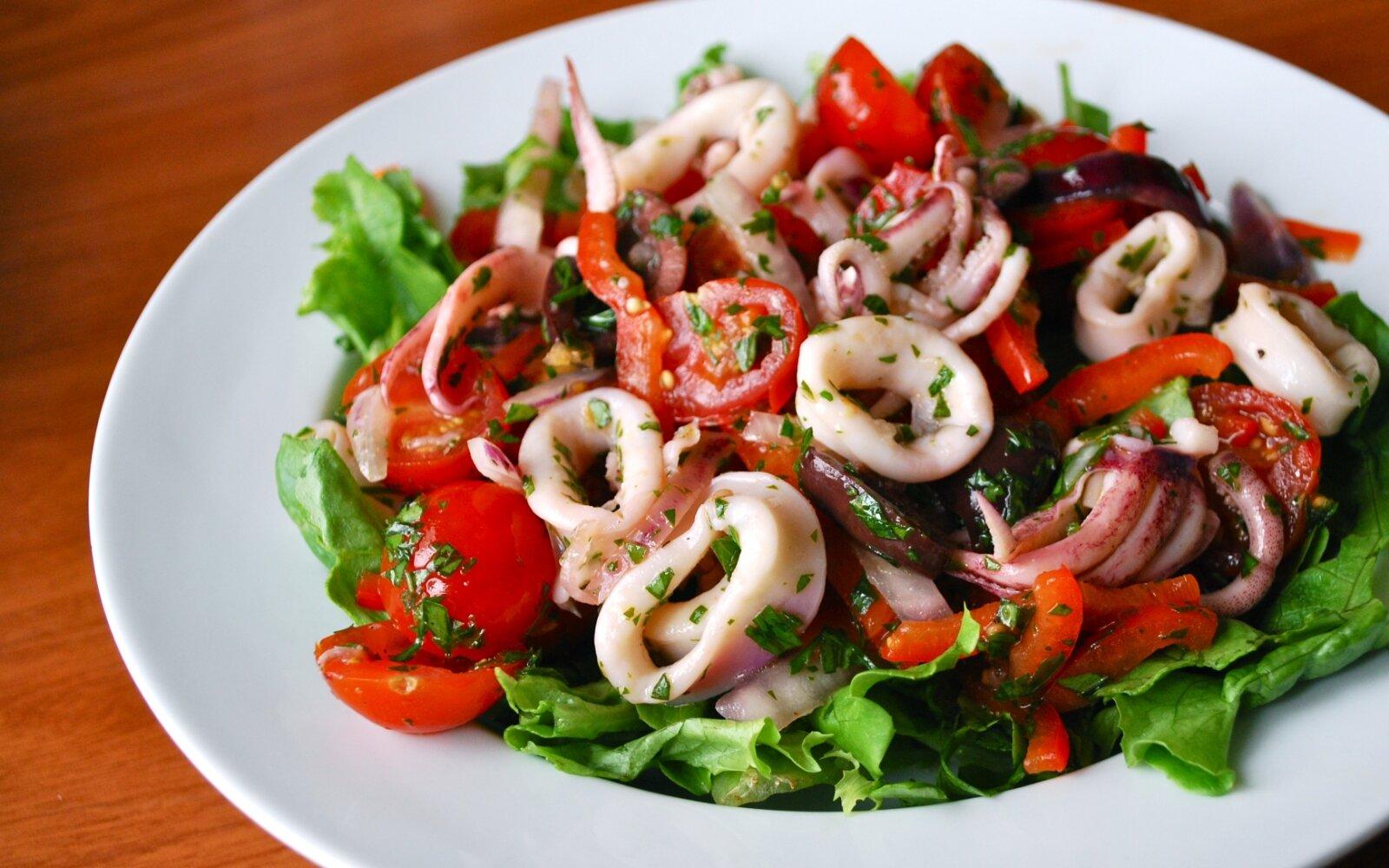 как приготовить диетический салат из кальмаров