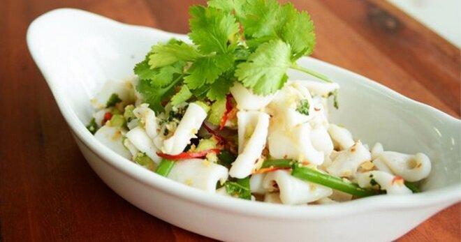 как приготовить салат из кальмаров и крабовых палочек