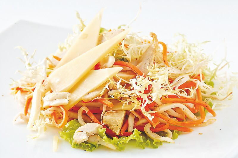 как приготовить салат из кальмаров с луком
