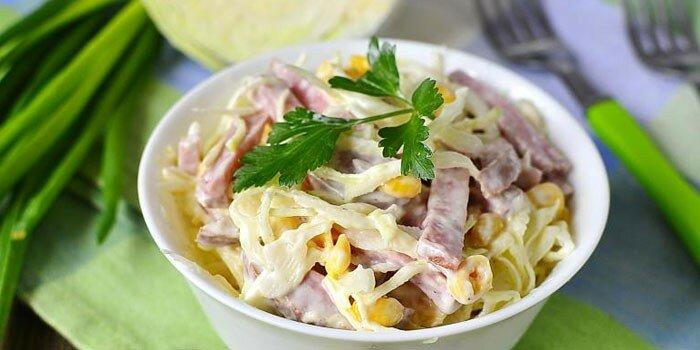 как приготовить салат из пекинской капусты с колбасой