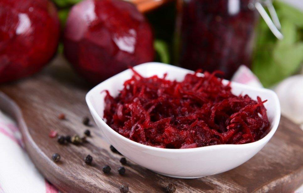 как приготовить салат из свежей свеклы