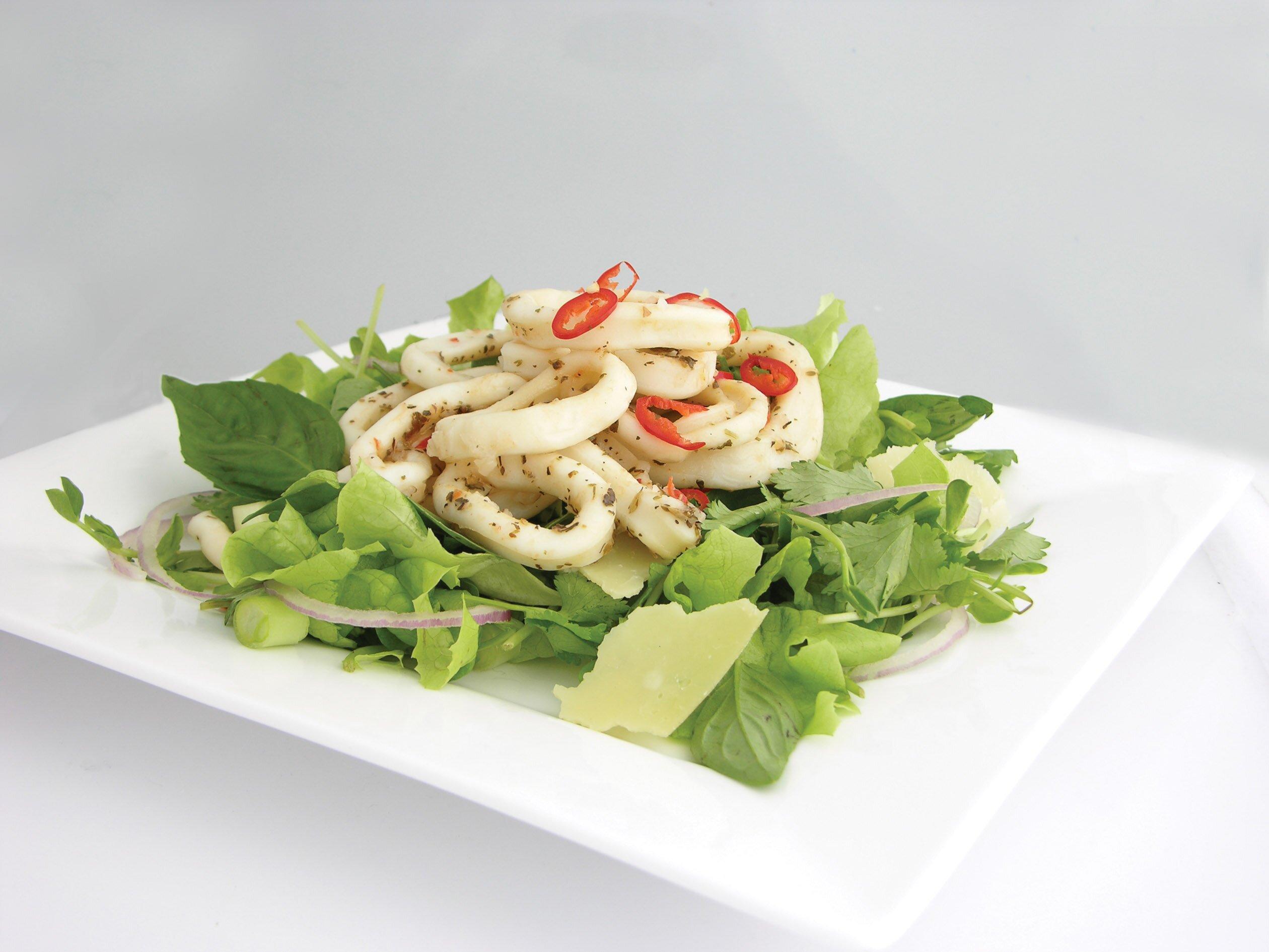 как сделать диетический салат из кальмаров