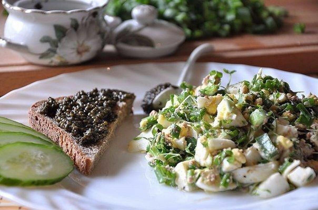 как сделать салат с печенью трески и кукурузой