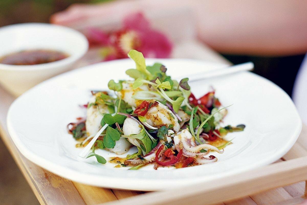 лучший салат из кальмаров с яйцом фото