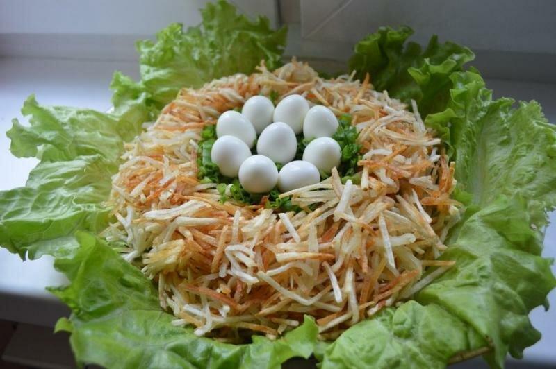 салат гнездо глухаря с чипсами