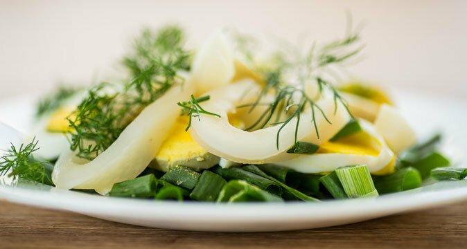 салат из кальмаров с яйцами рецепт приготовления