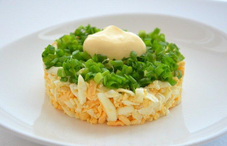 Зеленый салат с яйцом рецепт с фото